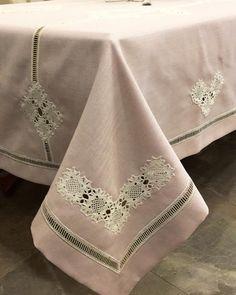 Fotoğraf açıklaması yok. Magic Hands, Crochet Square Patterns, Moda Emo, Vintage Lace, Diy And Crafts, Blanket, Sewing, Tablecloths, Handmade