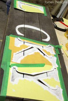 DIY St. Patrick's Day Lucky Horseshoe Pallet Sign