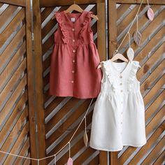 Cute dress made of natural linen. Girls Boutique Dresses, Dresses Kids Girl, Kids Outfits, Dress Girl, Baby Dress Design, Baby Girl Dress Patterns, Skirt Patterns, Coat Patterns, Blouse Patterns
