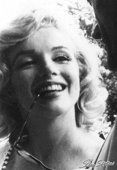 1957 / by Sam SHAW. Marilyn et Arthur en ballade à New-York (part Norma Jean Marilyn Monroe, Marilyn Monroe Photos, Joe Dimaggio, Ingrid Bergman, Marlon Brando, Sophia Loren, New York, Portraits, Norma Jeane