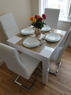 Dinning Table Small, Dinning Tables And Chairs, Table For Small Space, Dining Area, Small Spaces, Table Settings, New Homes, Table Decorations, Living Room