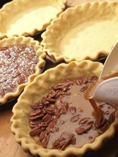 The oldest known pecan pie recipe dates back to The pie was actually popularized by the company that made corn syrup, which is the second-most known ingredient, after the pecans. This classic pie with an easy-to-make, homemade crust and chocolat Pecan Recipes, Pie Recipes, Sweet Recipes, Dessert Recipes, Peacon Pie Recipe, Recipies, Dough Recipe, No Bake Desserts, Just Desserts