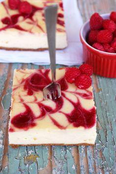 cheesecake marmorat cu sos de zmeura raspberry swirl cheescake Raspberry, Cheesecake, Deserts, Goodies, Pudding, Sweet, Food, Women's Fashion, Cakes