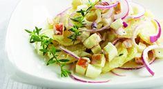 Doe de aardappelen in een grote pan water en breng aan de kook. Zet het vuur lager, dek af en laat 20 minuten koken. Laat de aardappelen uitlekken. Meng ondertussen …