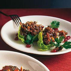 Salatschiffchen mit Linsen-Nuss-Salat