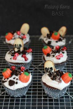 Great Halloween cupcake idea!