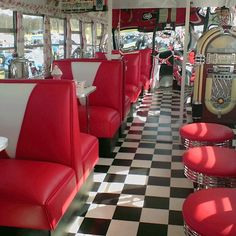 Vintage Retro Style someday, i want to go to a vintage diner like this. in a vintage dress, of course. 1950 Diner, Vintage Diner, Retro Diner, Foodtrucks Ideas, Style Rockabilly, Rockabilly Dresses, 50s Furniture, Pin Up Retro, Green Label