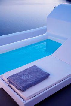 Passion For Luxury : Santorini Pools