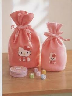 Accesorios de Hello kitty en fieltro