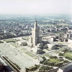 Plac Defilad Karol Szczeciński/ East News Warsaw City, Interesting Buildings, Civil Engineering, Old Photos, Poland, Illusions, Paris Skyline, Architecture Design, Beautiful Places