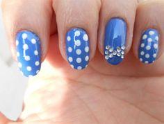Polka dot bow nails Design