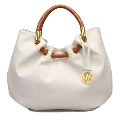 Absolutely love this Micheal Kors purse!!