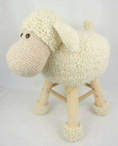 banquetas animalitos crochet-otakulandia.es (3) Crochet Sheep, Crochet Food, Cute Crochet, Crochet For Kids, Crochet Animals, Crochet Crafts, Crochet Baby, Crochet Projects, Knit Crochet