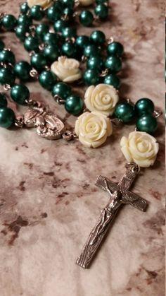 Handmade Chain Rosary: Green And White Rose by GardenOfRosaries