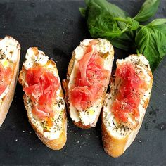 Fingerfood Party, Party Finger Foods, Xmas Party, House Party, Bruschetta, Food Photo, Hot Dog Buns, Scones, Seafood Recipes