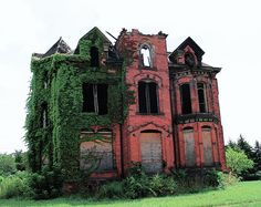Yikes... I had a dream about this very house less than a year ago. Only it wasn't in that condition. I want it... Old Abandoned Houses, Abandoned Property, Abandoned Castles, Old Houses, Abandoned Buildings, Abandoned Places, Abandoned Detroit, Beautiful Ruins, Beautiful Buildings