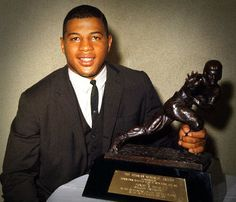 """Ernie DavisErnest """"Ernie"""" Davis (December 1939 – May was an American football halfback and the first African-American athlete to win the Heisman Trophy. School Football, Nfl Football, Syracuse Football, Ernie Davis, American Athletes, Heisman Trophy, Jim Brown, Football Hall Of Fame, Football Conference"""