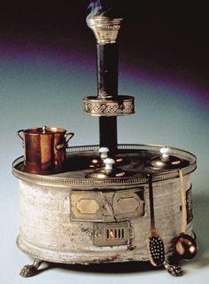 vintage French doll stove-Cuisinière de poupée  XIXème siècle - Musée du Jouet  Poissy, France
