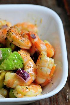 Shrimp Avocado Salad makes a wonderful lunch or light dinner during the summer. Add this Shrimp Avocado Salad to a sandwich, pasta, or atop greens, too! Shrimp Avocado Salad, Avocado Salad Recipes, Avocado Salat, Tomato Salad, Onion Salad, Avocado Food, Prawn Salad, Fresh Avocado, Guacamole Recipe