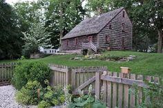 Casa e Jardins Ogden  - Ogden House and Gardens  Listada no Registro Nacional de Lugares Históricos , a Ogden House é uma sobrevivente excepcional de uma casa típica de meados do século 18 e oferece um vislumbre da vida de uma família de classe média colonial.