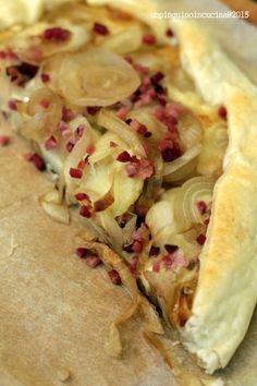 torta-salata-con-patate-speck-e-cipolle-caramellate