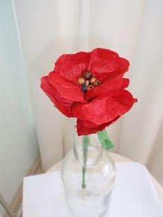Een bloem van papiertouw. Ik heb ze al eens vaker gemaakt. kijk hier . Maar ik had dit mooie rode papiertouw gekregen. En dan zie ik...