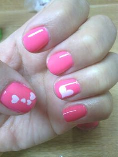 Short, Natural Nails, Pink with white heart accent nails, free-hand nail-art, Valentines Day, Holiday