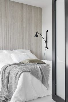 Home Interior Salas Bedroom wall texture, soft palette Minimalist Interior, Minimalist Bedroom, Minimalist Home, Style At Home, Bedroom Wall Texture, Home Bedroom, Bedroom Decor, Master Bedroom, Wall Decor