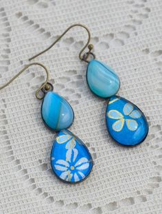 Made to order - so please allow 7 days. My teardrop earrings have been so popular for so long that I've come up with a twist on the design to make them even more exciting! two teardrops s... Sea Jewelry, Handmade Jewelry, Jewellery, Teardrop Earrings, Color Pop, Agate, Fashion Jewelry, Popular, Gemstones