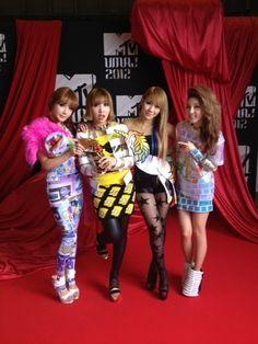 79e29df43255 JEREMY SCOTT X 2NE1 MTV VMAJ 2012 Girl Group