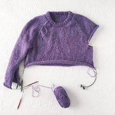 Improv: Basic pattern for a top-down seamless sweater - Fringe Association Improv: Basic pattern for a top-down seamless sweater - Fringe Association Always aspired to discover ways to knit, neve. Sweater Knitting Patterns, Knitting Stitches, Knit Patterns, Free Knitting, Baby Knitting, Pullover Rock, Raglan Pullover, Basic Tops, Baby Sweaters
