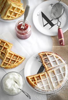 Sprinkle Bakes: Waffled Cheesecake// I don't know whether to put this in breakfast or dessert! Slow Cooker Desserts, How To Make Cheesecake, Cheesecake Recipes, Cheesecake Toppings, Crepes, Waffle Iron Recipes, Breakfast Recipes, Dessert Recipes, Dinner Recipes