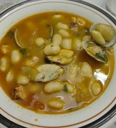 Fabes con almejas, mejillones y pulpo Black Eyed Peas, Cheeseburger Chowder, Slow Cooker, Beans, Soup, Vegetables, Internet, Spanish Dishes, Stew