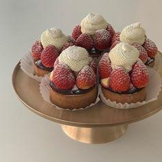 Think Food, I Love Food, Good Food, Yummy Food, Cute Desserts, Delicious Desserts, Dessert Recipes, Comida Picnic, Cafe Food