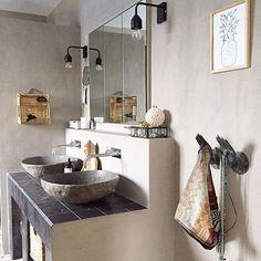 Gorgeous bathroom painted with Fresco lime paint in the color River Silt Cred. @villadekor #pureandoriginal#limepaint#fresco#kalkverf#kalkmaling#kalkfärg#kalkfarbe#kalkkimaali#naturalcolors#mineralpaint#ecofriendly#riversilt#nontoxic#mi