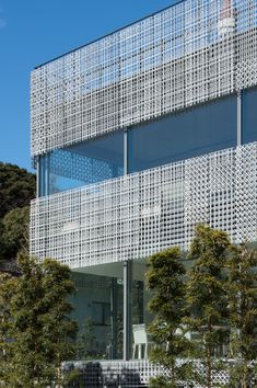 Mesh / Earth, Terrace House, Tokyo, Japan by Kengo Kuma and Associates Japanese Architecture, Facade Architecture, House Tokyo, Types Of Bricks, Brick Cladding, Solar Shades, Kengo Kuma, Modern Architects, Building Facade