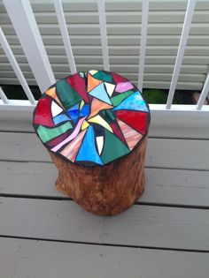 With broken crockery pieces, our heart also breaks in pieces. Decorate your home with these broken crockery mosaic art ideas. Mosaic Crafts, Mosaic Projects, Stained Glass Projects, Stained Glass Patterns, Mosaic Patterns, Stained Glass Art, Art Projects, Mosaic Garden Art, Glass Garden Art