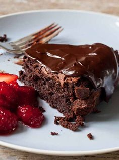 Ina Garten introduced me to this wonderful Chocolate Cassis Cake. It's abso… Ina Garten introduced me to this wonderful Chocolate Best Ina Garten Recipes, Giada Recipes, Sauce Recipes, Köstliche Desserts, Delicious Desserts, Dessert Recipes, Delicious Chocolate, Plated Desserts, Cupcake Recipes