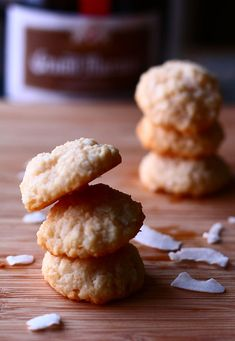 grand marnier macaroons mini photography crash course - the talking kitchen Grand Marnier, Just Desserts, Delicious Desserts, Cookie Recipes, Dessert Recipes, French Macaroons, Exotic Food, Sweet Tooth, Sweet Treats