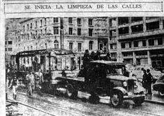 Bogotá Colombia, destruída después de la guerra civil del 9 de abril de 1948. Limpieza de las calles despues de la sublevación del pueblo