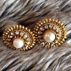 🎉 HOST PICK 🎉 Beautiful Earrings. High quality rhinestone, pearl earrings. Little heavy. Jewelry Earrings
