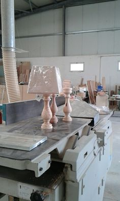 Farmhouse Table Lamps, Wooden Table Lamps, Dining Table, Lathe Projects, Wood Turning Projects, Wood Lathe, Picture On Wood, Wooden Crafts, Woodworking Bench
