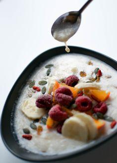 Smoothie bowl au lait de soja à la vanille, banane et mandarine