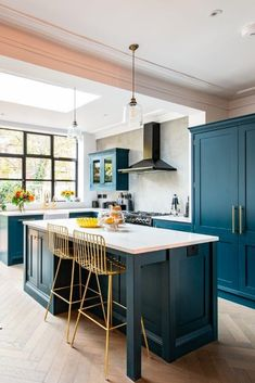 Beautiful kitchen island/ breakfast bar area in our Westminster cabinetry range. Small Open Plan Kitchens, Open Plan Kitchen Dining Living, Kitchen Diner Extension, Open Plan Kitchen Diner, Living Room Kitchen, Home Decor Kitchen, Kitchen Interior, New Kitchen, Home Kitchens