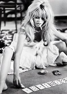 "French actress Brigitte Bardot on the set of ""Viva Maria"" and photographed by Douglas Kirkland via Miss Bridget Bardot Divas, Old Hollywood, Hollywood Stars, Hollywood Actresses, Classic Hollywood, Paris Mode, Foo Fighters, Mode Inspiration, Fashion Inspiration"