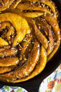 Pumpkin Caramel Pecan Skillet Cinnamon Roll – Dan330
