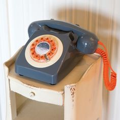 Retro phone handset 746 red, blue vintage style home phone retro telephone & style designer telephones red, blue yellow grey Smithers of Stamford 01780 435060 Dinner Recipes For Kids, Kids Meals, Retro Phone, Retro Gifts, Vintage Gifts, Wild Wolf, Home Phone, Red Candy, Kids Diet