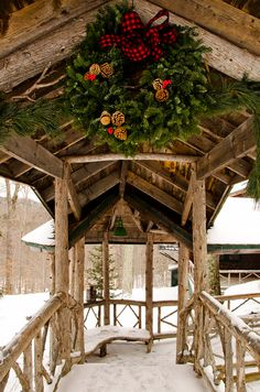 I just love this big wreath.....so good in its location.