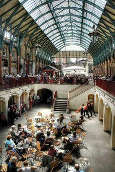 Aqui você respira #cultura! O #mercado de #CoventGarden em #Londres é parada obrigatória para quem faz #turismo na capital. Quer conhecer mais #lugares? Clique aqui > http://geleia.tv/1b7FuoK
