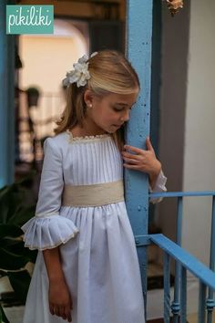 Pikiliki Source by heymarig Fashion Kids, Young Fashion, Little Girl Fashion, Little Girl Dresses, Girls Dresses, Flower Girl Dresses, First Communion Dresses, Baptism Dress, Christening Gowns